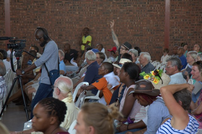 Audience asks fracking questions at Rhino Oil & Gas meeting in Howick