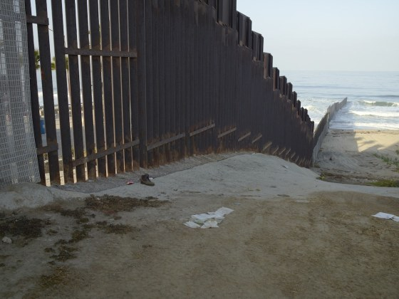 found-objects-along-the-mexican-border-become-art-body-image-1418150442