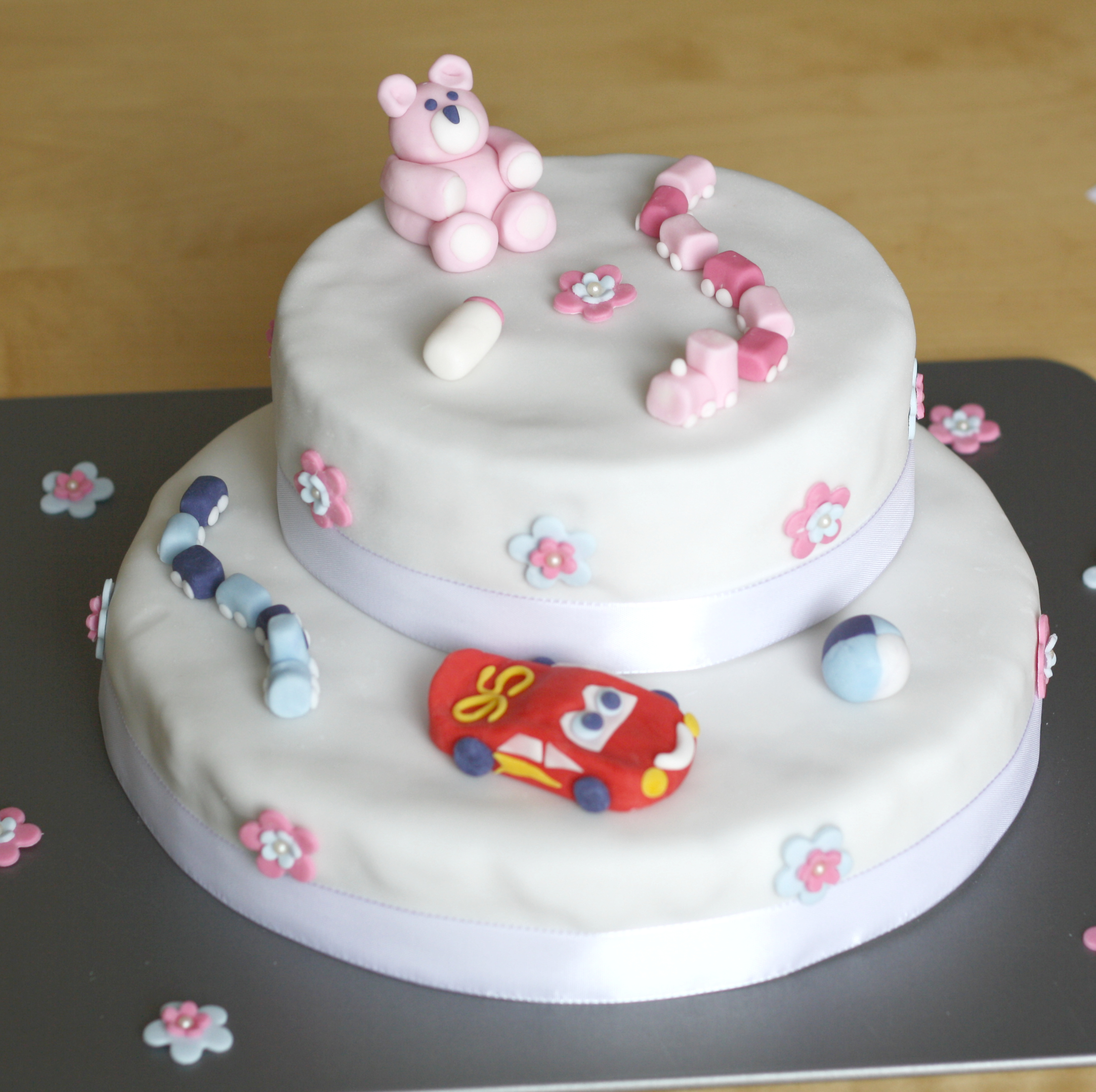 Tauftorte und cupcakes