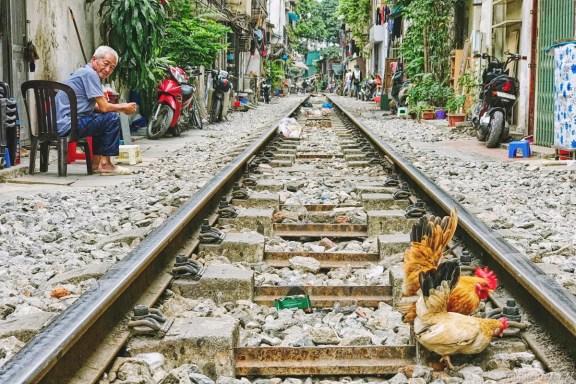 Wietnam ulica pociągowa Hanoi train street 001
