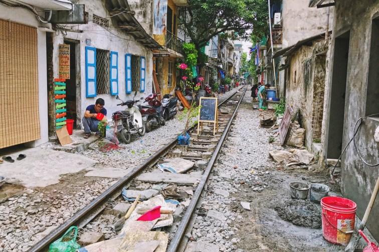 Wietnam ulica pociągowa Hanoi train street 006