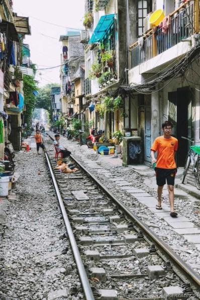 Wietnam ulica pociągowa Hanoi train street 014