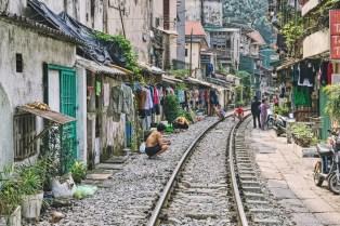 Wietnam ulica pociągowa Hanoi train street 016