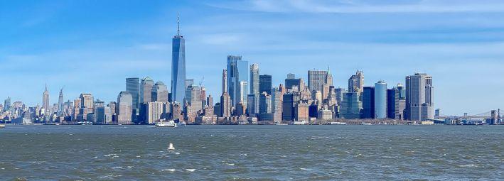 021 panorama Nowego Jorku widziana z Liberty Island