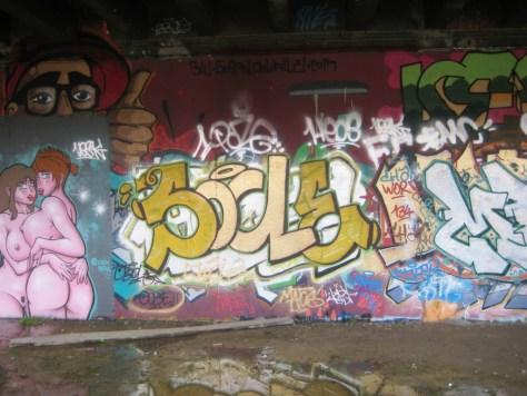 besancon 24.12.12 Socle - graffiti (1)