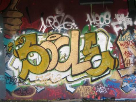 besancon 24.12.12 Socle - graffiti (2)