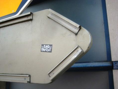 besancon 23.12.12 sticker - la ZAD est partout (1)