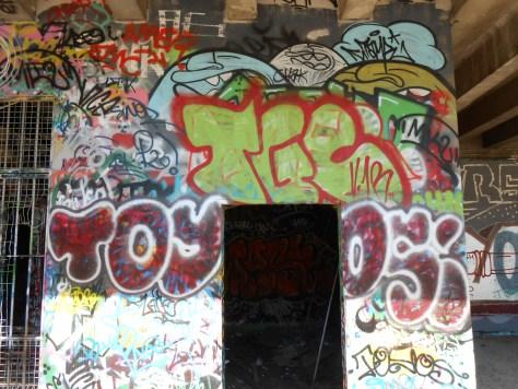 15.06.2014 - besancon - graffiti TGC, TOYOS