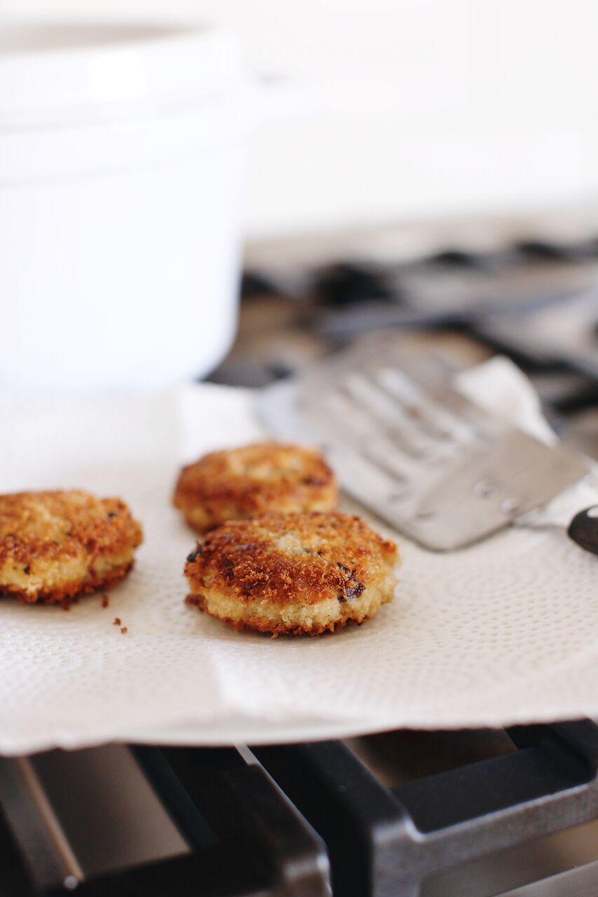 Crab cakes with homemade dill tartar sauce