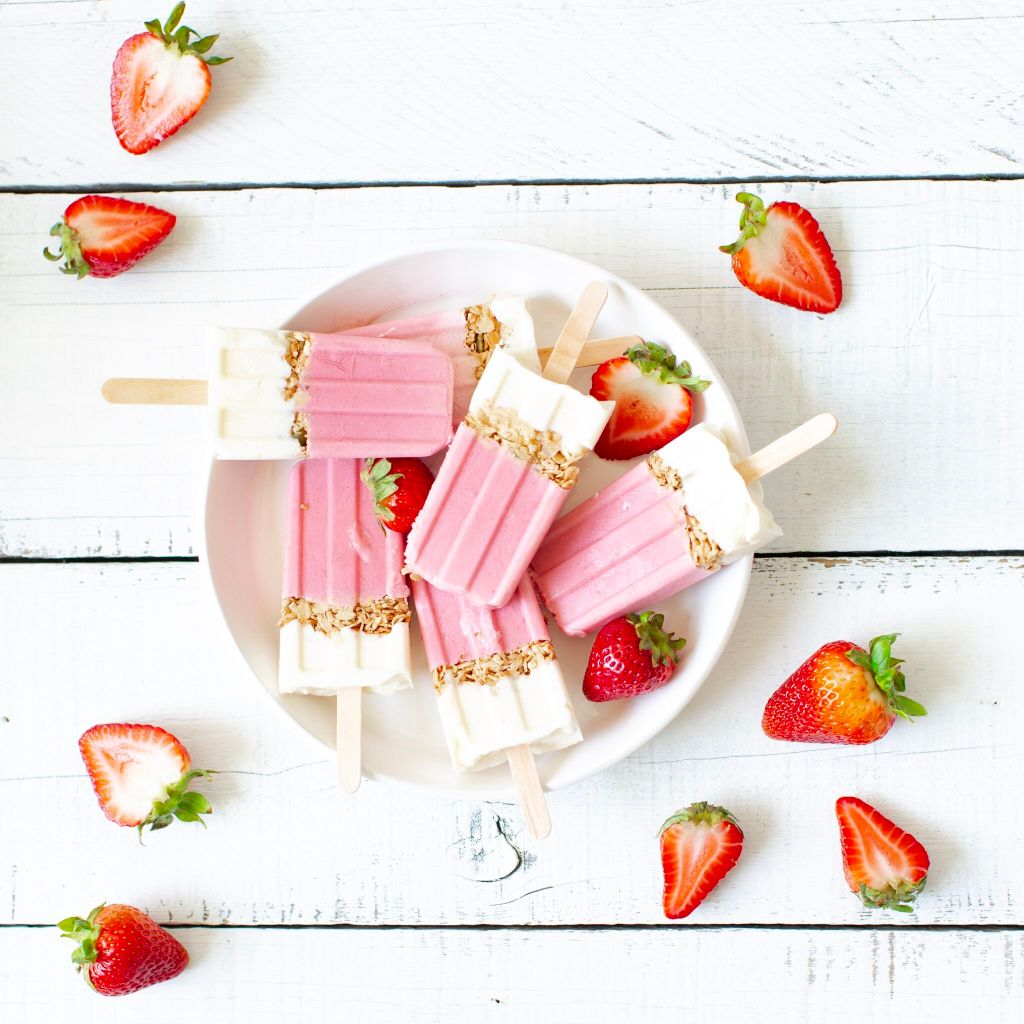 Strawberry Breakfast Popsicles - such a healthy fun way to eat breakfast that the kids will LOVE!