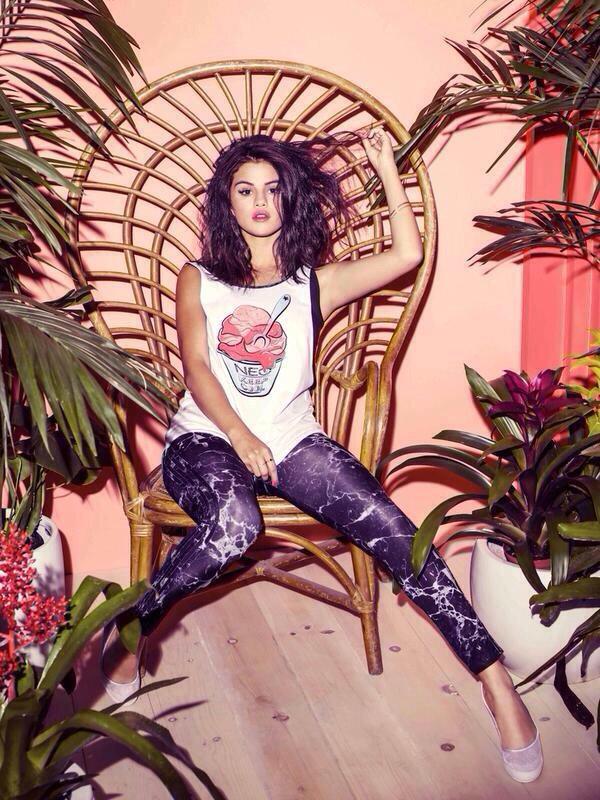 [News] Selena Gomez présente sa collection printemps 2015 pour NEO Adidas (2/6)