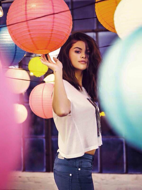 [News] Selena Gomez présente sa collection printemps 2015 pour NEO Adidas (5/6)