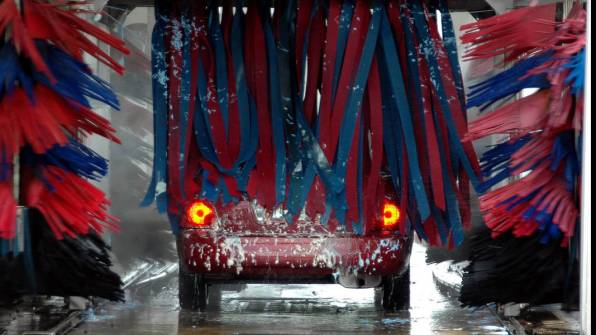 Automatic car wash with brushes