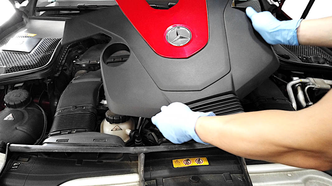 Removing engine cover on a Mercedes-Benz C450/C43 AMG