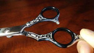 Ergonomic soft thumb and finger inserts of Surgi Corp Intl professional haircut scissors / hairdressing scissors