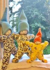 Bonecos e bebês estrela, para as mãos pequeninas. Em tecidos de algodão e recheio de fibra siliconada. Anti alérgicos. www.lojababyslings.com.br