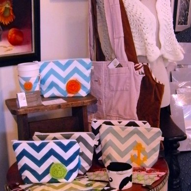 I love these bags! Daisy Lane Designs, custom-made accessories.