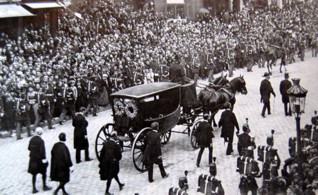 Victor Hugo procession