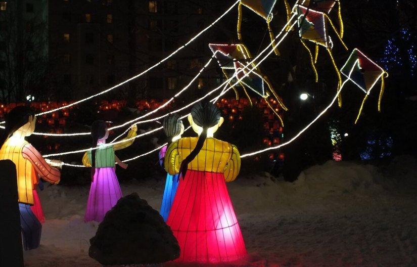Child-dolls fly kites 2 - Winterlude - Ottawa