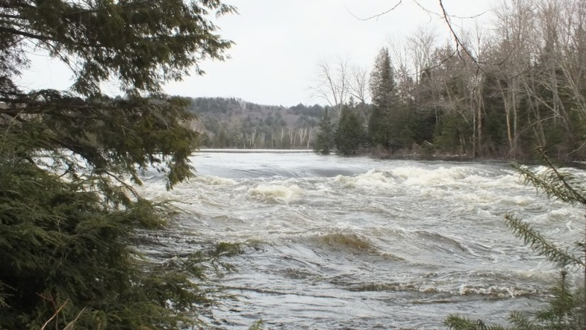 Oxtongue Lake control dam - flooding - April 20 2013
