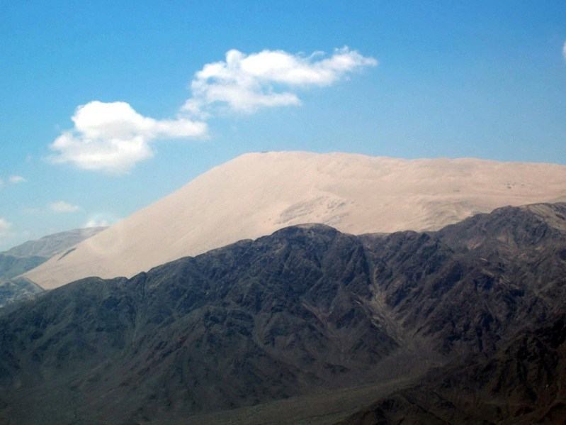 cerro blanco mountain - closeup - valley of nazca - peru