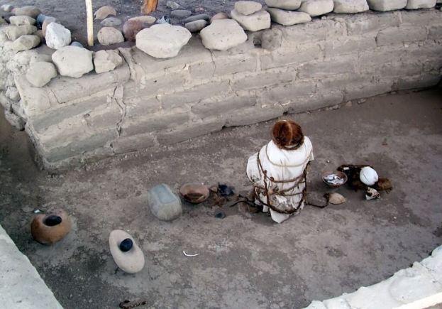 Human mummified body and skulls at the Chauchilla Cemetery in Peru, South America