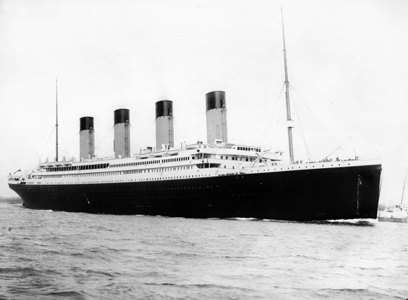 Rms Titanic under steam