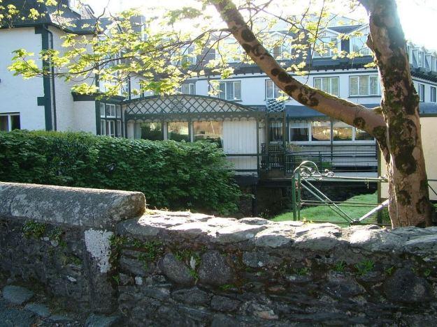 Glendalough hotel - courtyard - Ireland
