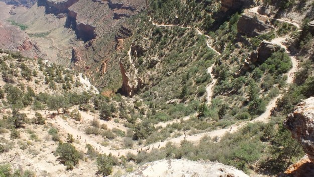 people hiking up bright angel trail 34a