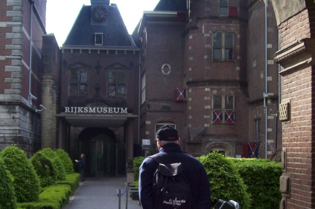 entrance to rijksmuseum in amsterdam