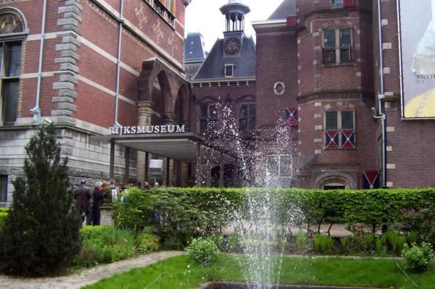 exterior entrance of rijksmuseum - amsterdam