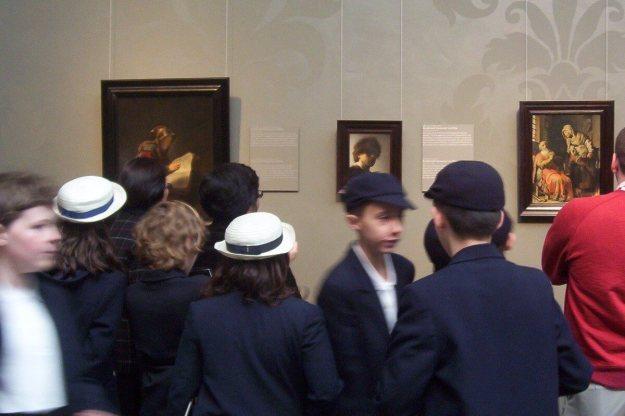 students looking at art - rijksmuseum - amsterdam