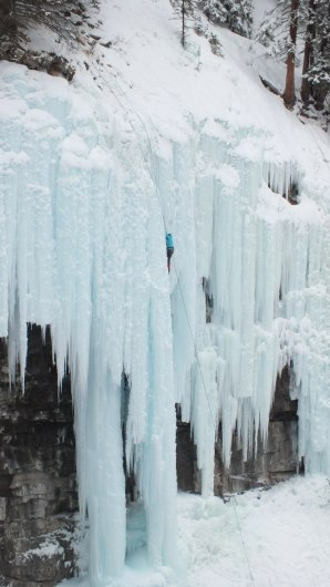 ice climbing in johnston canyon - banff 6