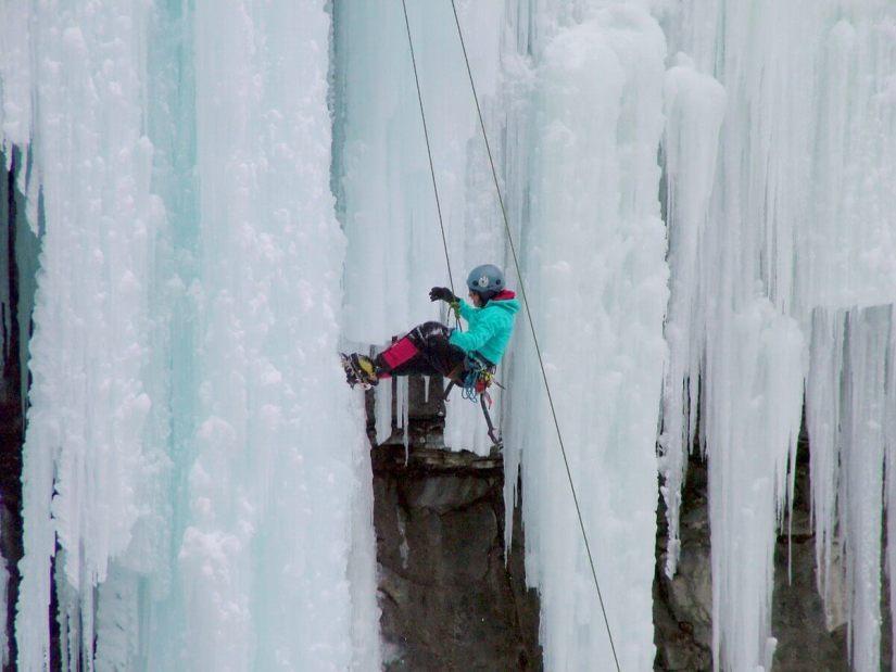 ice climbing in johnston canyon - banff 9