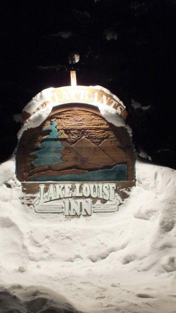 lake louise inn sign in banff national park