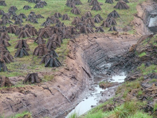 active peat cutting near twelve bens_ireland 2