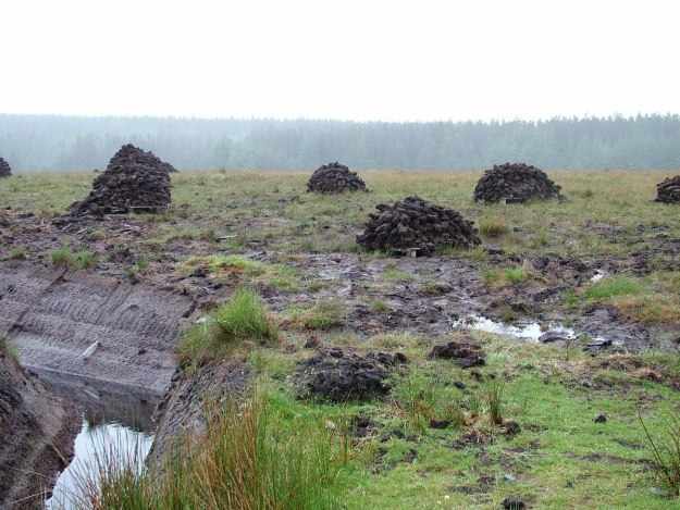 active peat cutting near twelve bens_ireland 3
