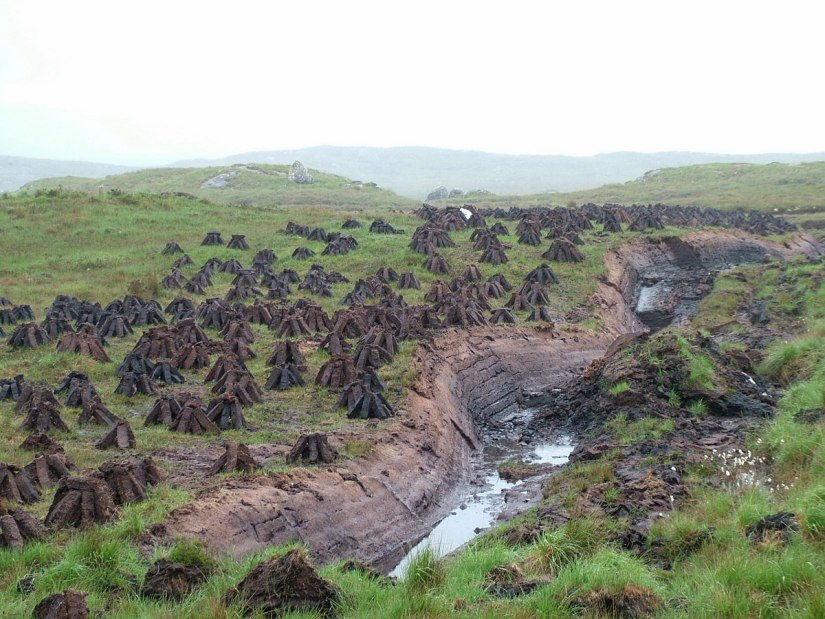 active peat cutting near twelve bens_ireland