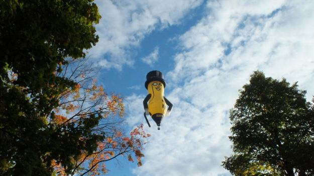 mr-peanut-hot-air-balloon-toronto-ontario-pic-5