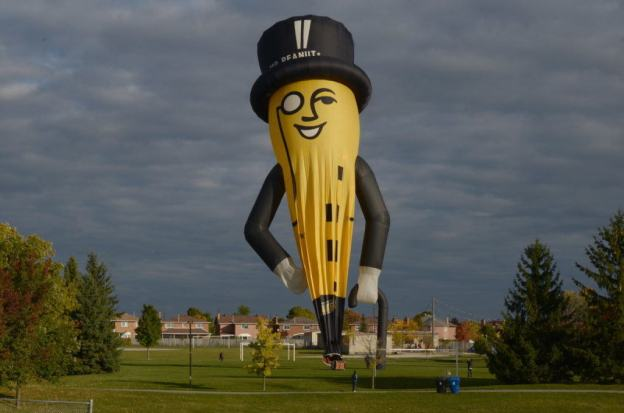 mr-peanut-hot-air-balloon-toronto-ontario-pic1