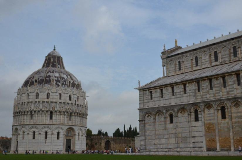 An image of the Circular Baptistery beside the Pisa Cathedral in Pisa, Italy. Photography by Frame To Frame - Bob and Jean