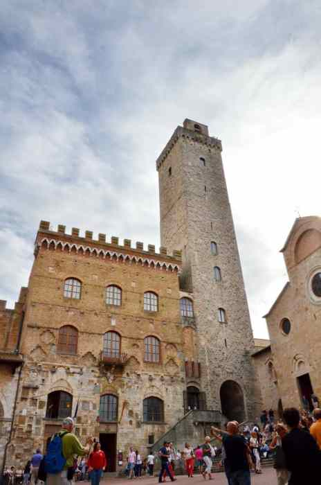 Image of the Palazzo Communale (Municipal Palace) in San Gimignano, Italy.