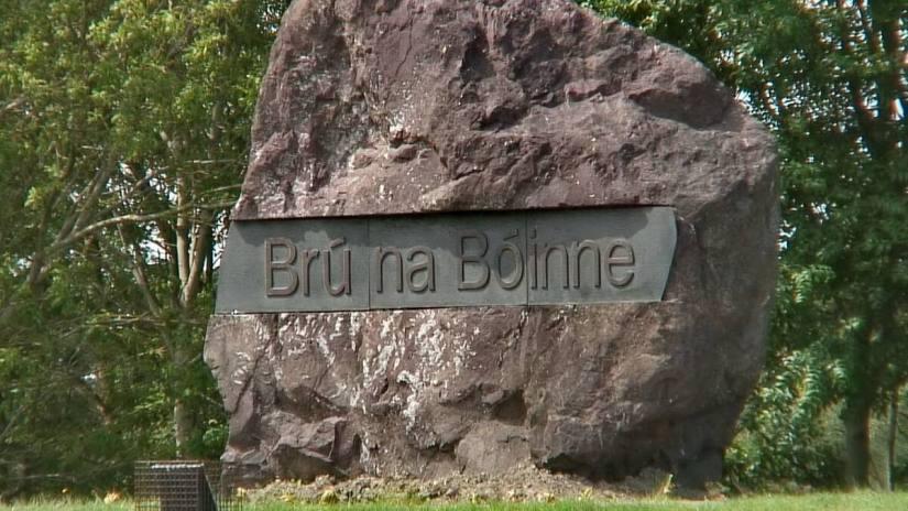 Brú na Bóinne sign, newgrange, county meath, ireland