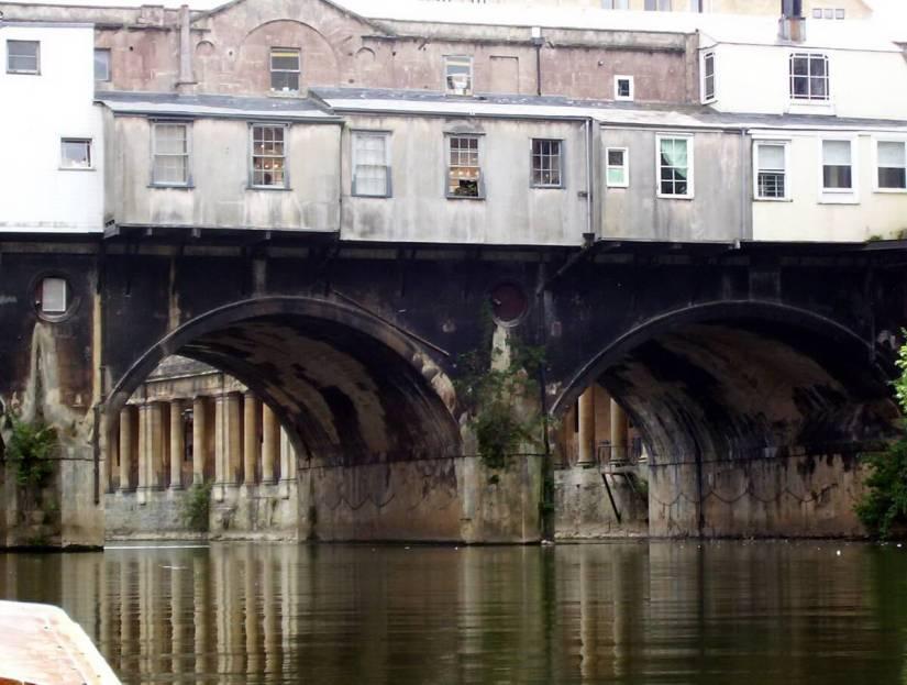 pulteney bridge, avon river, bath, england
