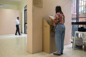 DOMINICAN REPUBLIC, Santo Domingo : A woman votes at a polling station in Santo Domingo during general elections on May 15, 2016. Voting began Sunday in the Dominican Republic's presidential election, where incumbent leader Danilo Medina is tipped to win despite grinding poverty and widespread crime. / AFP PHOTO / Fran Afonso