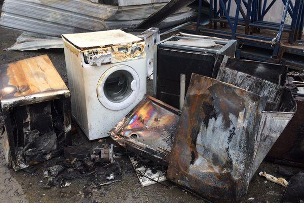 magasin but ravage par les flammes