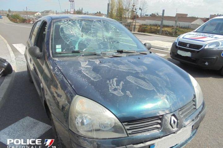 La voiture de l'homme de 72 ans interpellé par la police suite à une violente agression raciste.