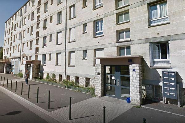 Situé dans le quartier de l'Argonne dans cet immeuble, le cabinet du médecin Jean-Marc Blanchon ne désemplit pas. Ce que lui reproche la CPAM du Loiret qui a porté plainte.
