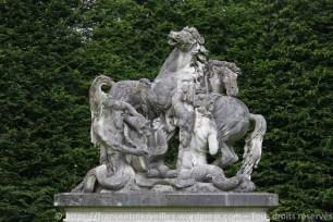 Groupe sculpté du Bain des chevaux d'Apollon par les Tritons n'est pas encore installé en 1902.