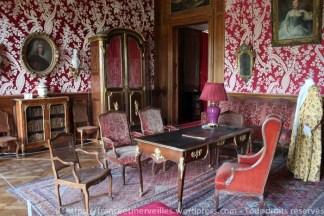 Le salon rouge a été transformé vers 1928 par Charles Cahen d'Anvers en bureau